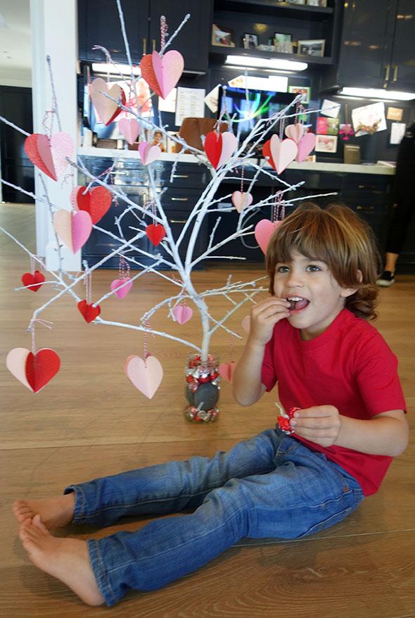 valentines-day-tree-DIY-2.jpg