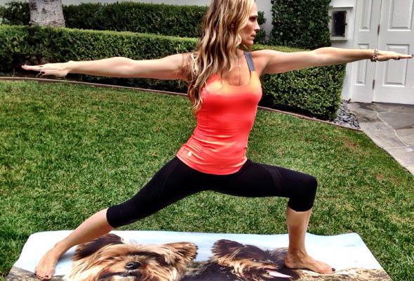 molly-sims-yoga-featured-3.jpg