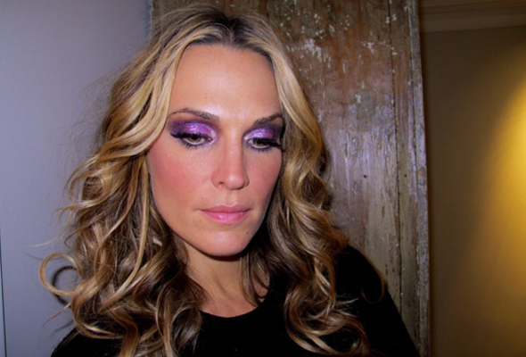 molly-sims-holiday-makeup-featured-3.jpg