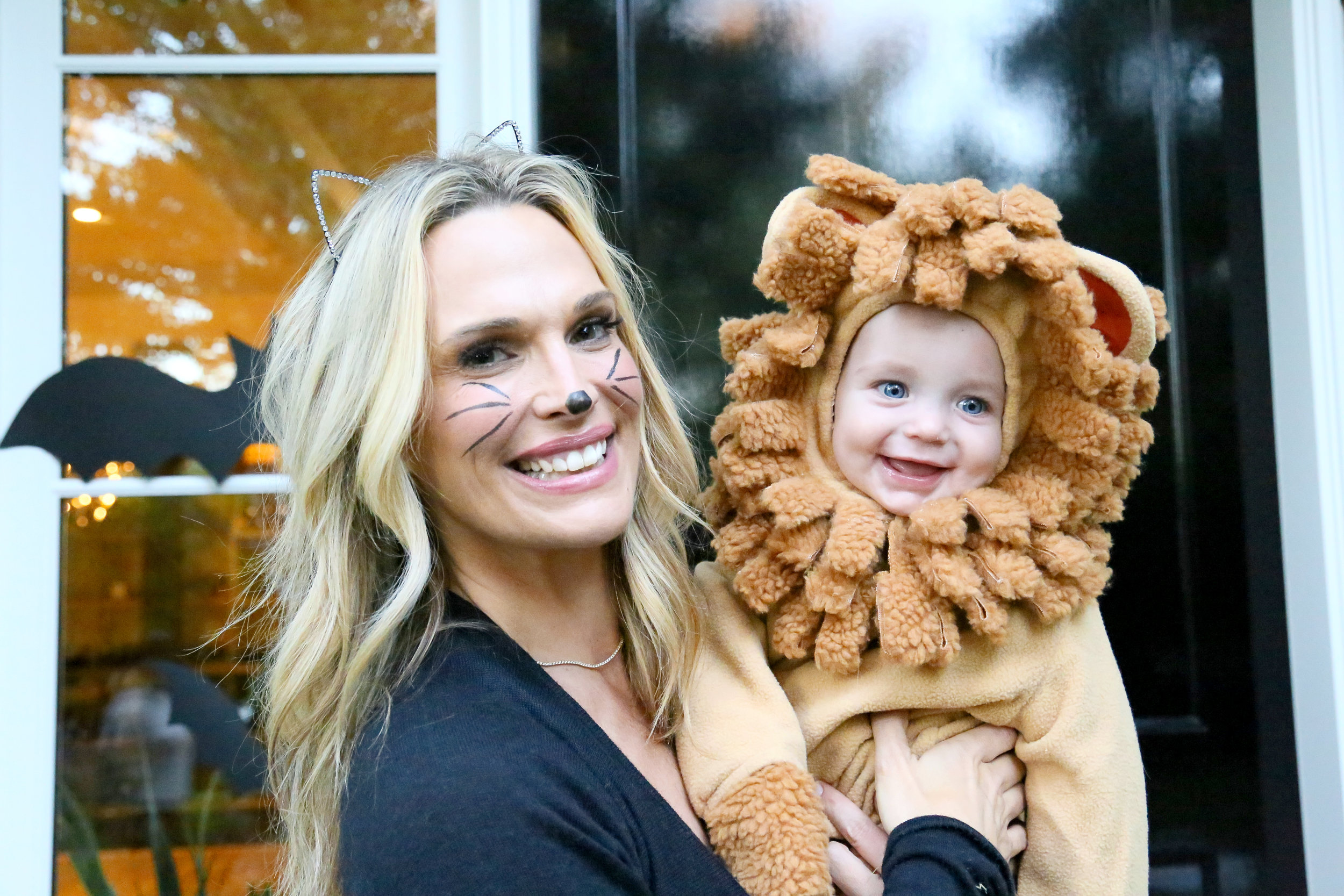 Molly Sims Chic & Spooky Entryway for Fall