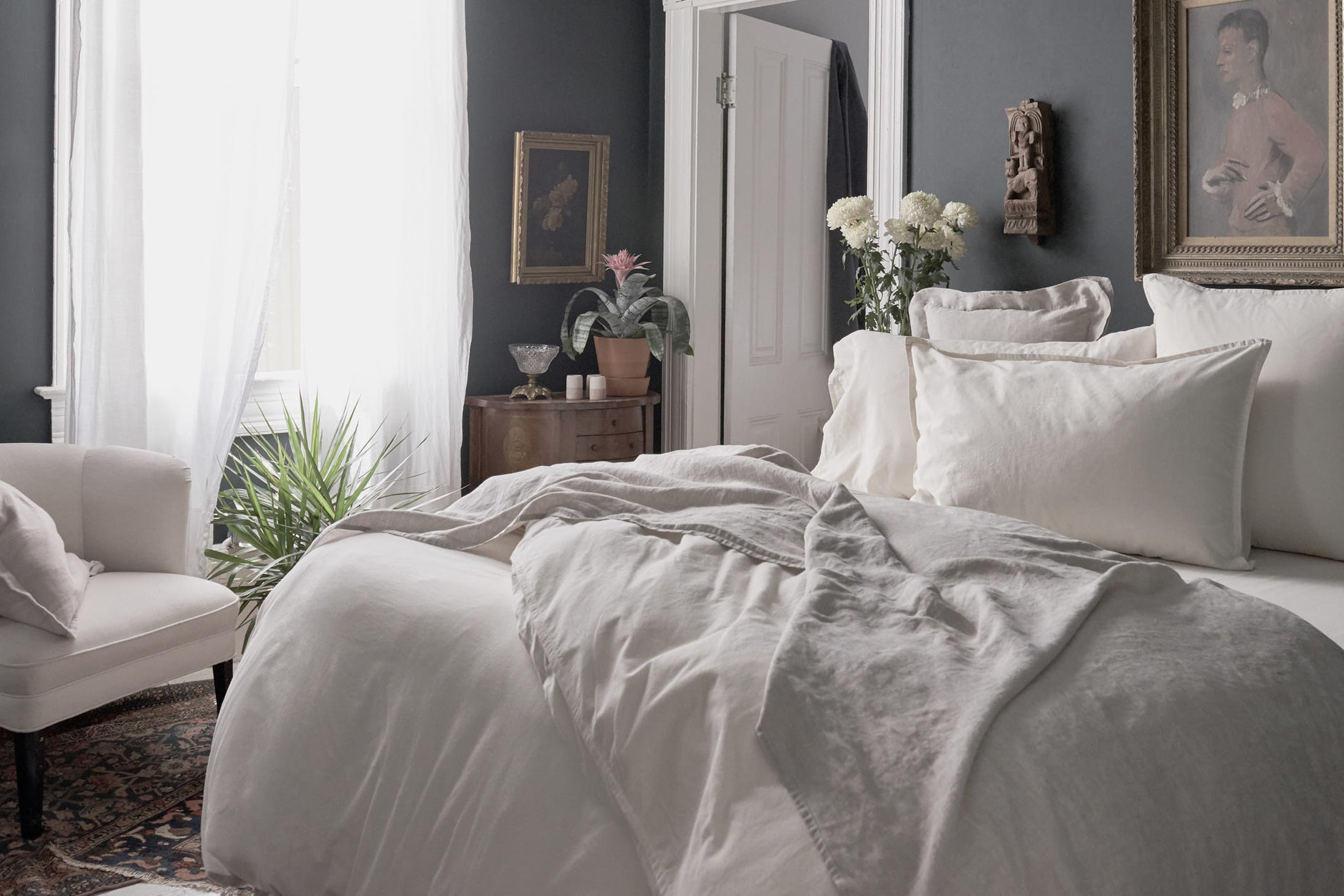 Matteo Los Angeles - Chic and high quality linens. I love their simple white duvets.