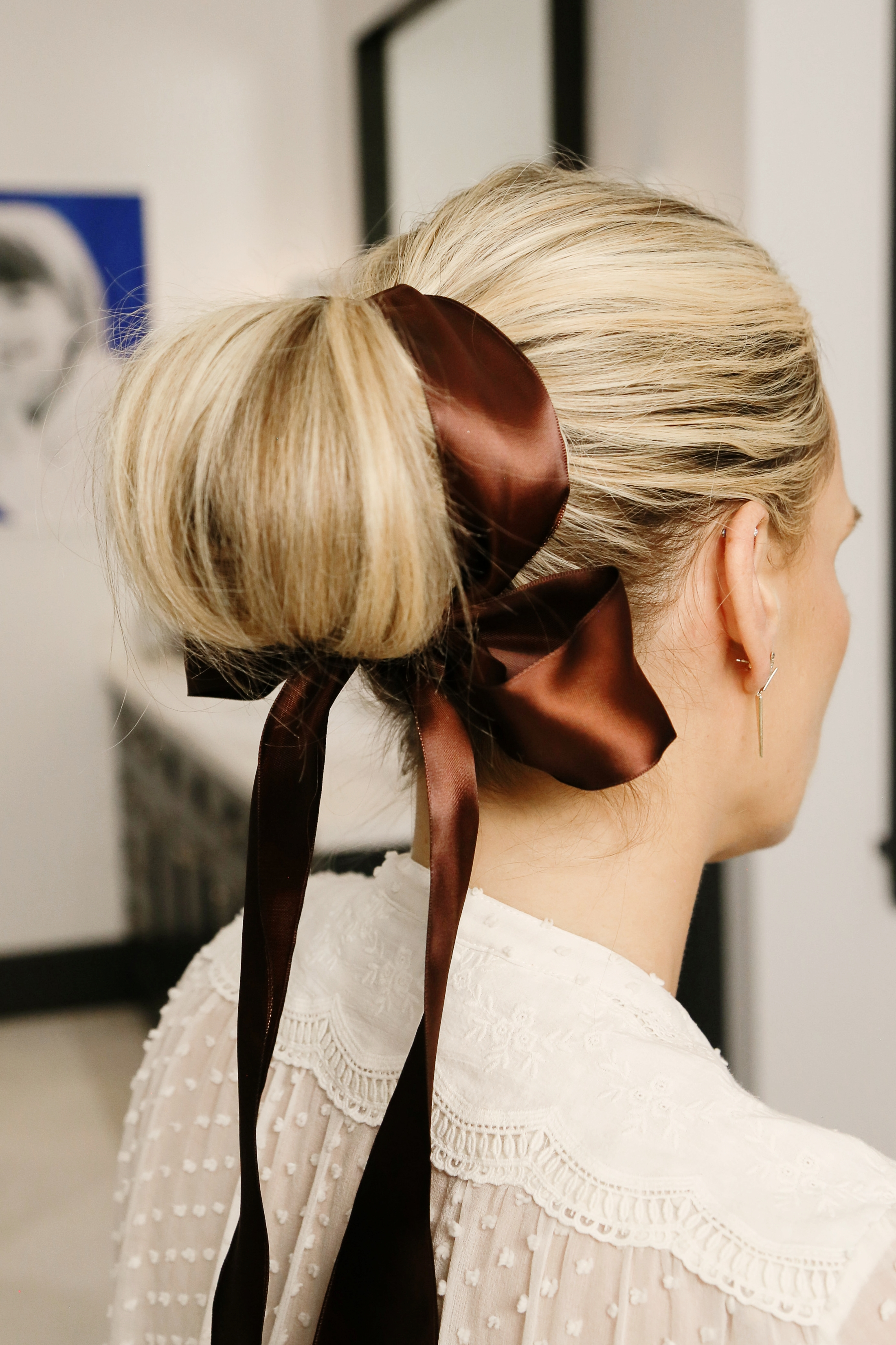Molly Sims Fall 2017 Trending Hair Bow Youtube Tutorial - photo by Erica Hampton