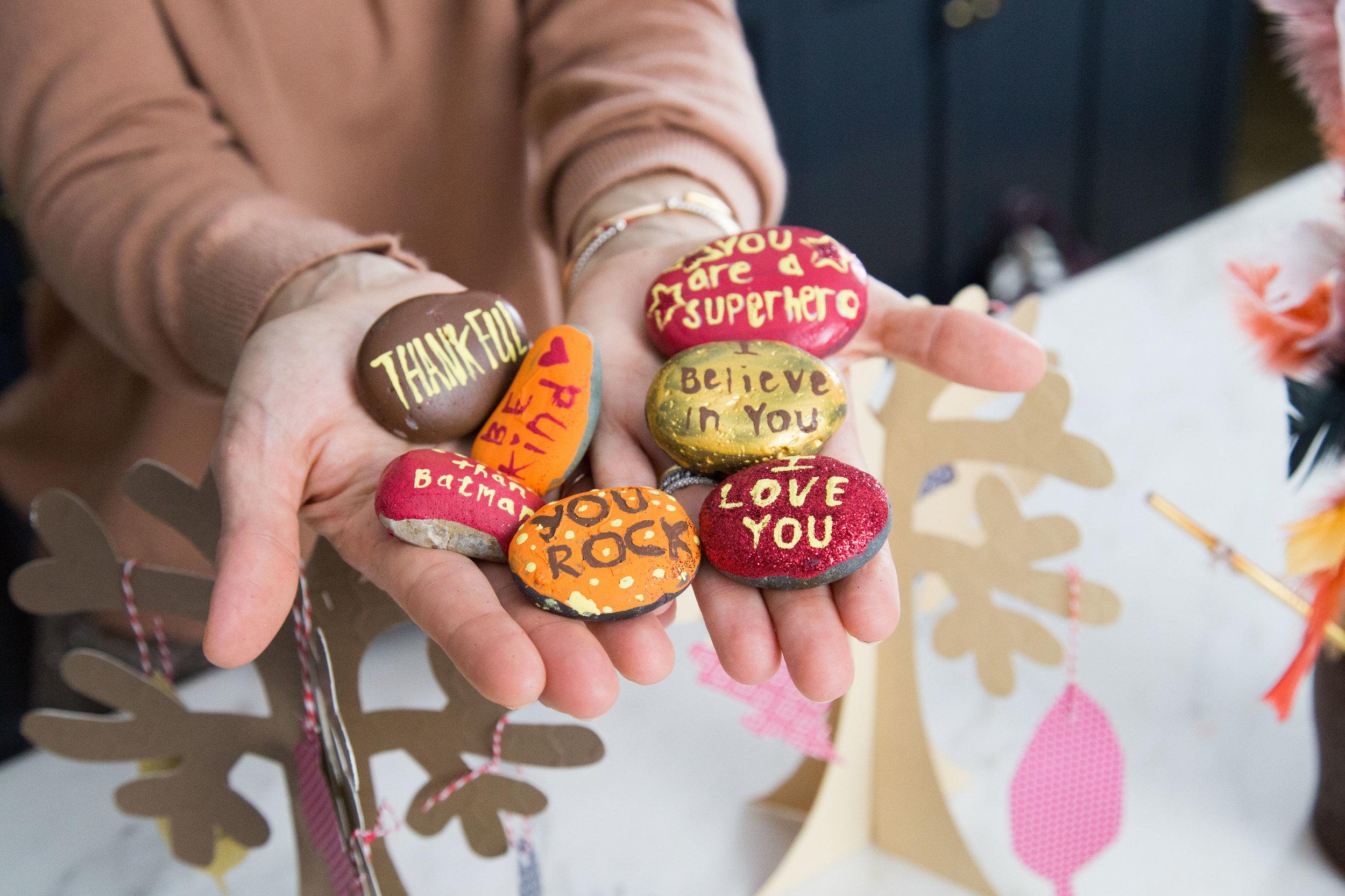 Molly Sims Easy Thanksgiving DIY Craft : Gratitude Rocks - photography by Erica Hampton