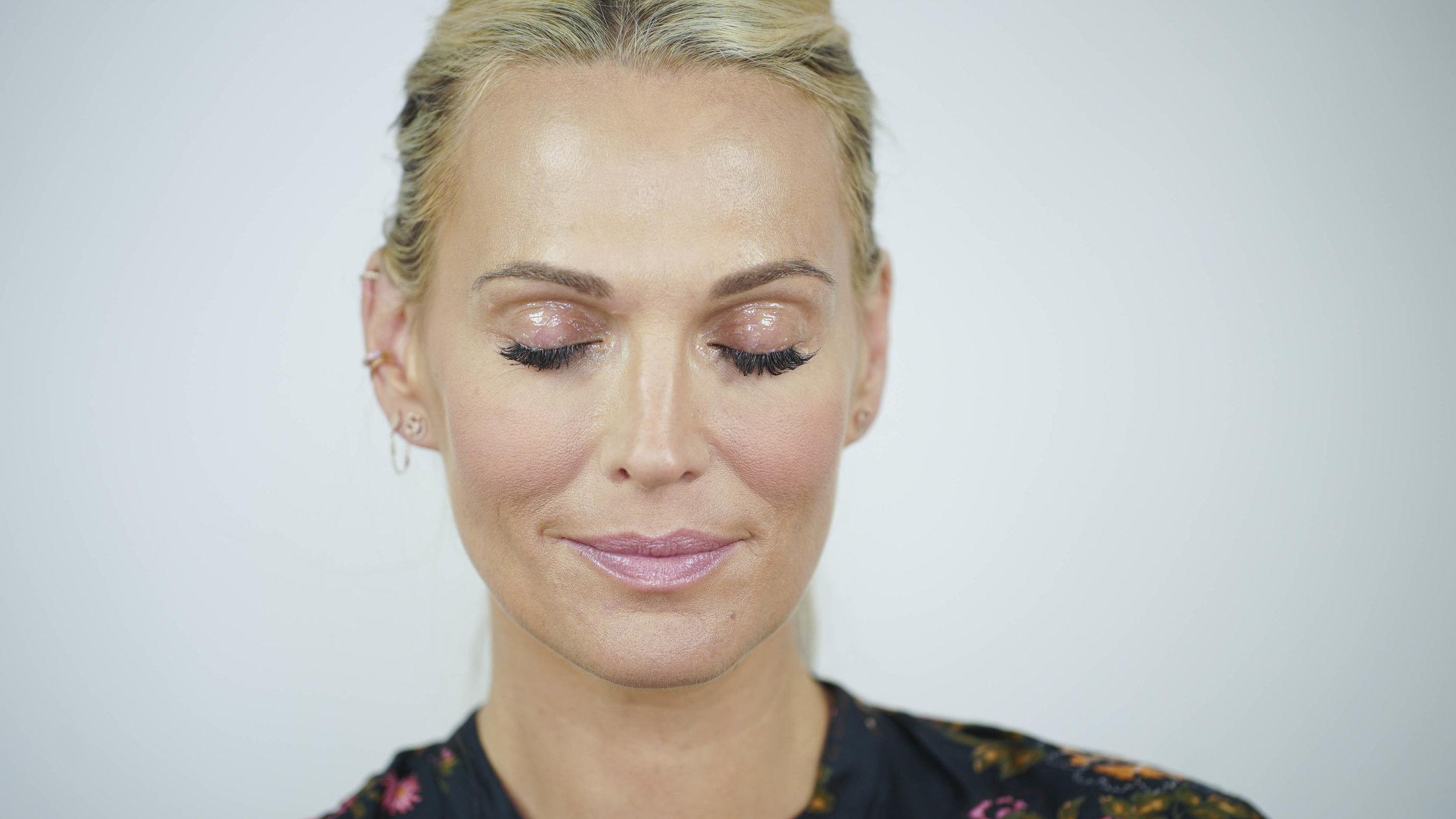 VIDEO: Glossy Lid Makeup Tutorial