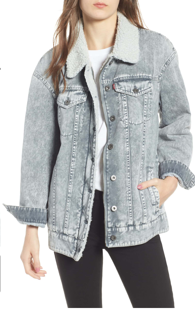 LEVI'S® OVERSIZE DENIM TRUCKER JACKET