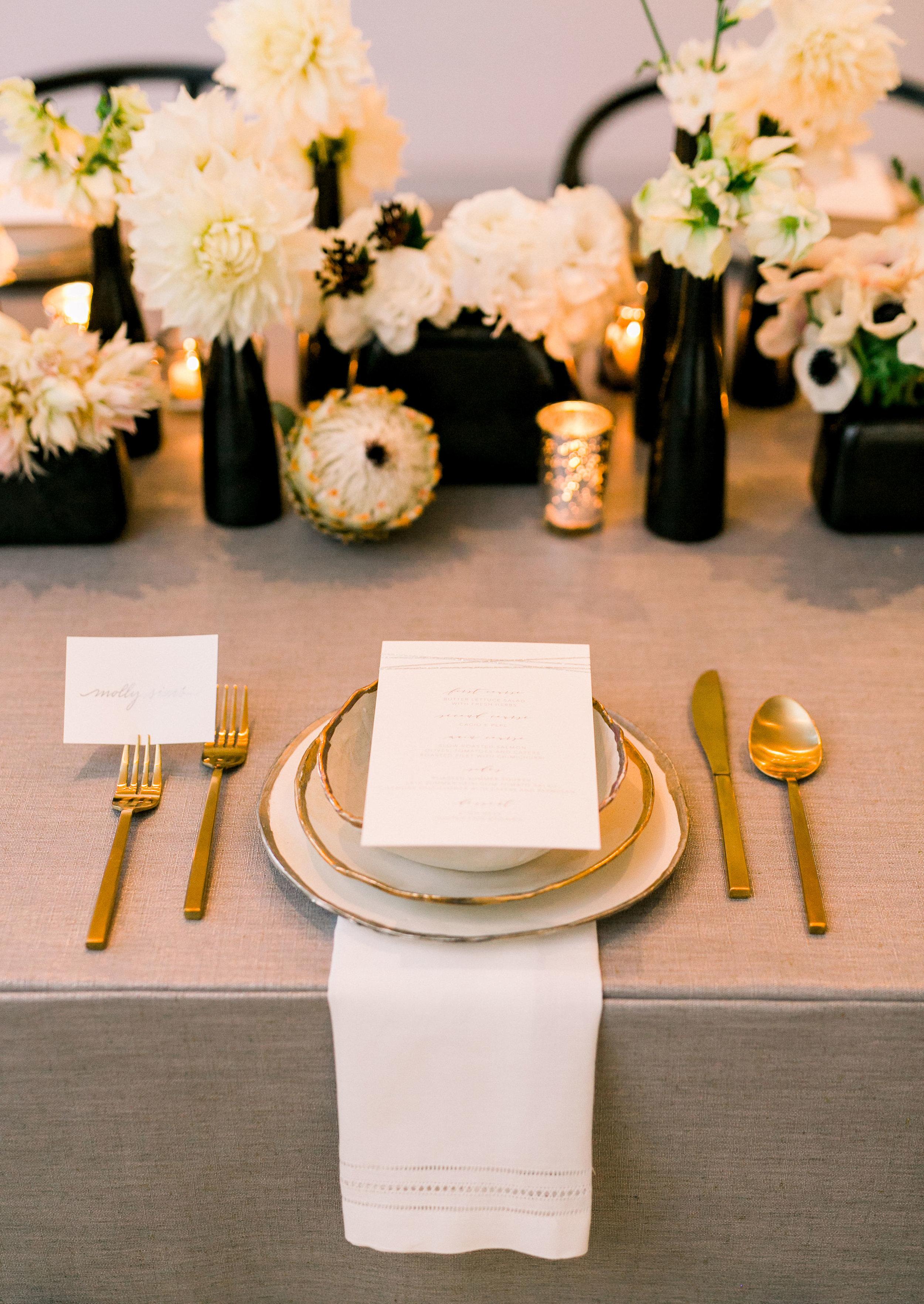How To Create A Festive Winter Tablescape (Photography: Smith house Photos)