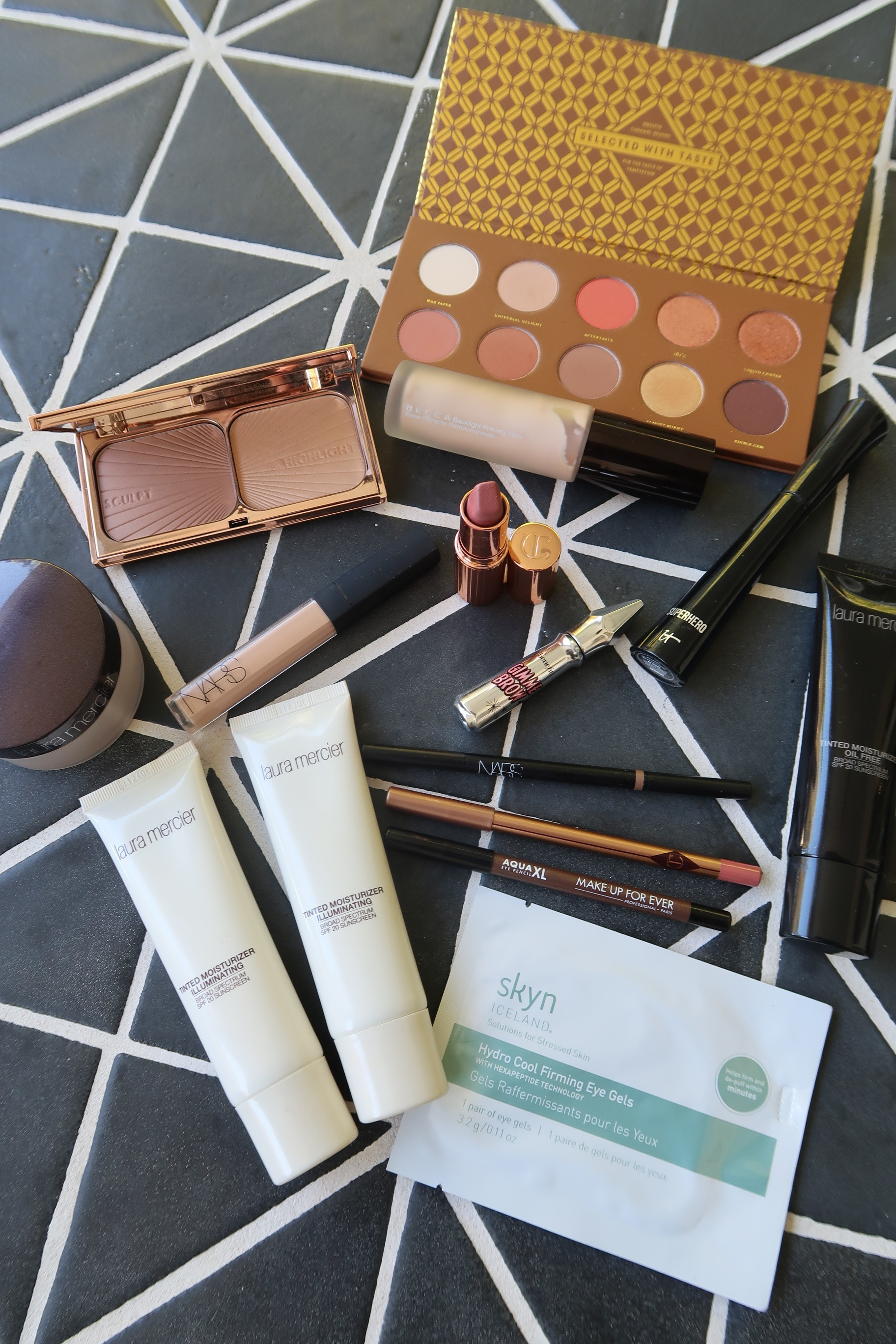 VIDEO: Everyday Makeup Routine For A Winter Glow