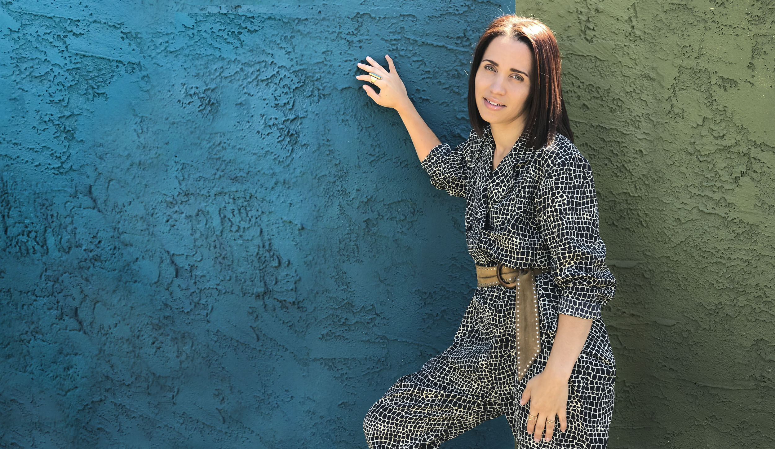 Serina-Morris-About-outdoor-smile_narrow.jpg