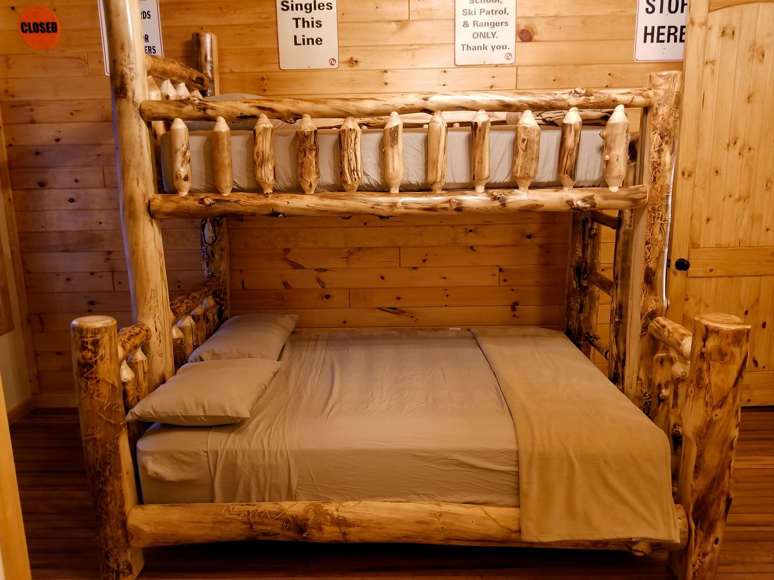Big Pocono Lodge  Bunk Beds (2).jpg