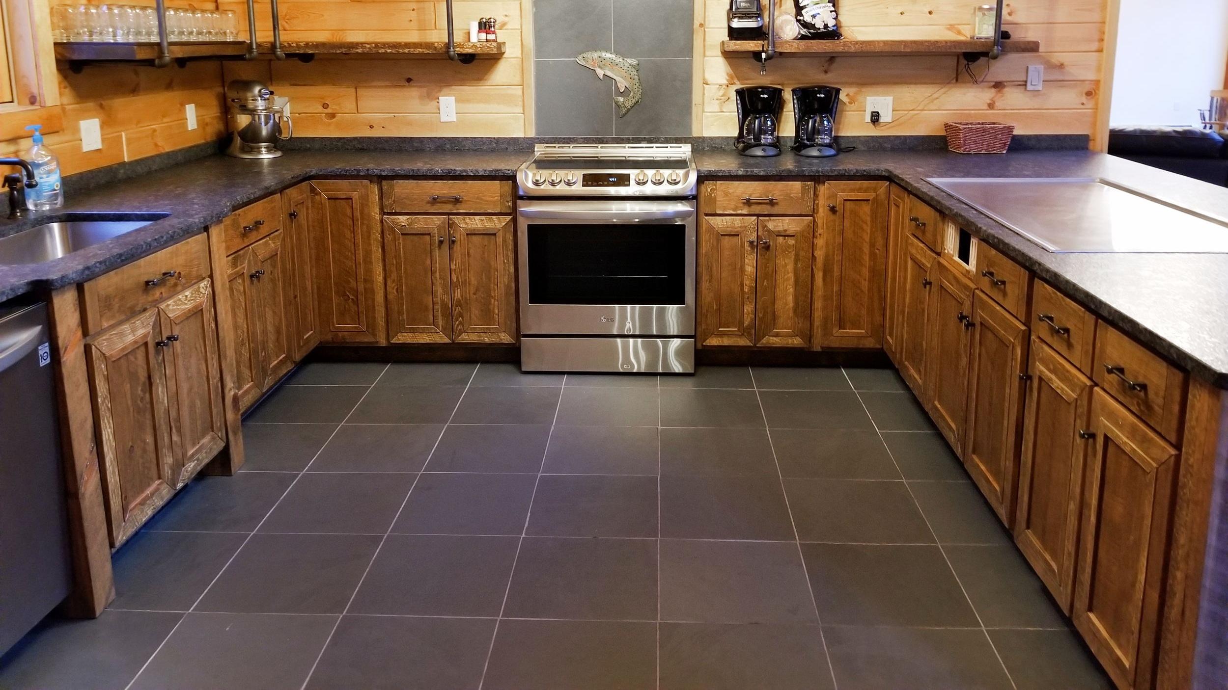 Big Pocono Lodge Kitchen (2).jpg