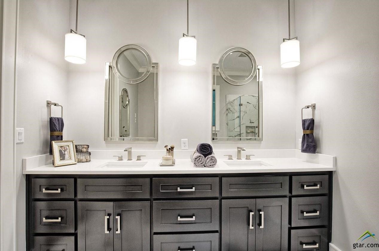 Lowden Parade Master Bathroom.jpg