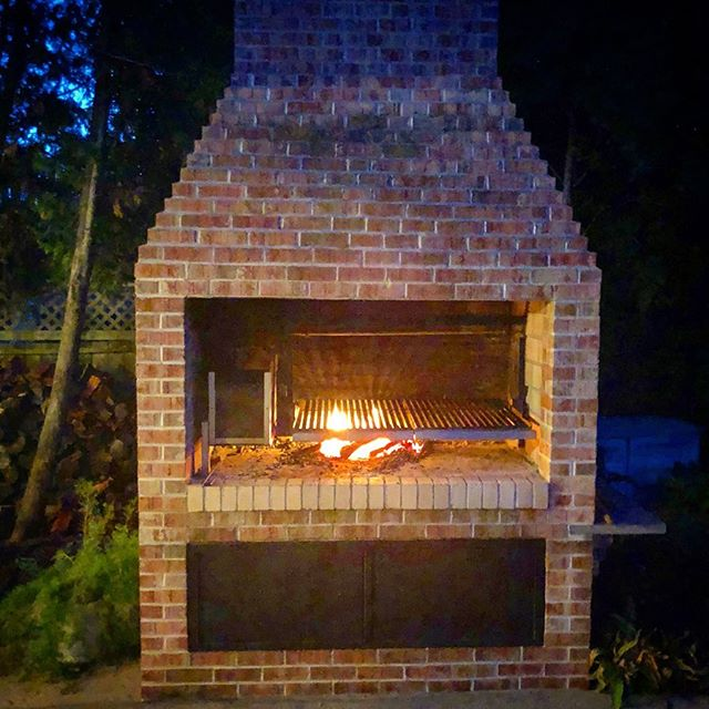 We had some requests to show our demo base Parrilla set up with our grill insert. So this one's for you @a_j_s_r_m_k  Grill insert inside is our Grande size. It was our first prototype and still going strong in @eduardopentz  original design. . . . . #grillthisway #gauchogrills #parrilla #argentinegrill #outdoorcooking #homechef #grill #grillmaster #outdoorliving #outdoorkitchen #woodfired #brasero #bbqgrill #prototype