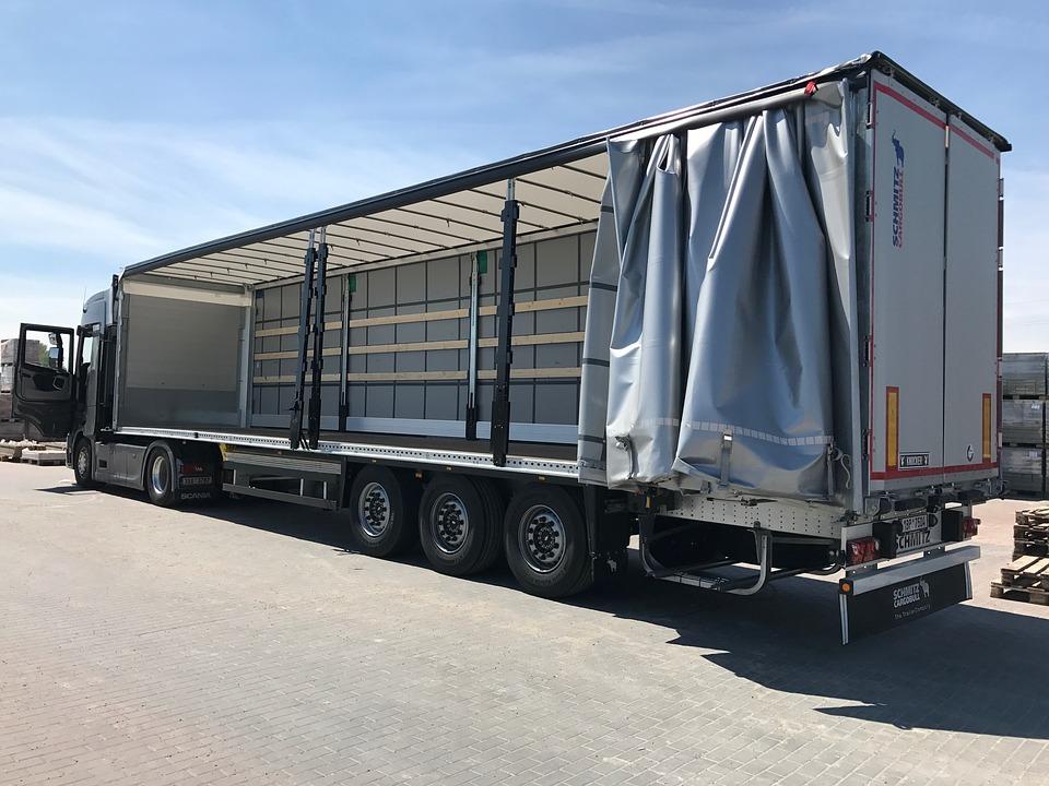 trucking-2310114_960_720.jpg