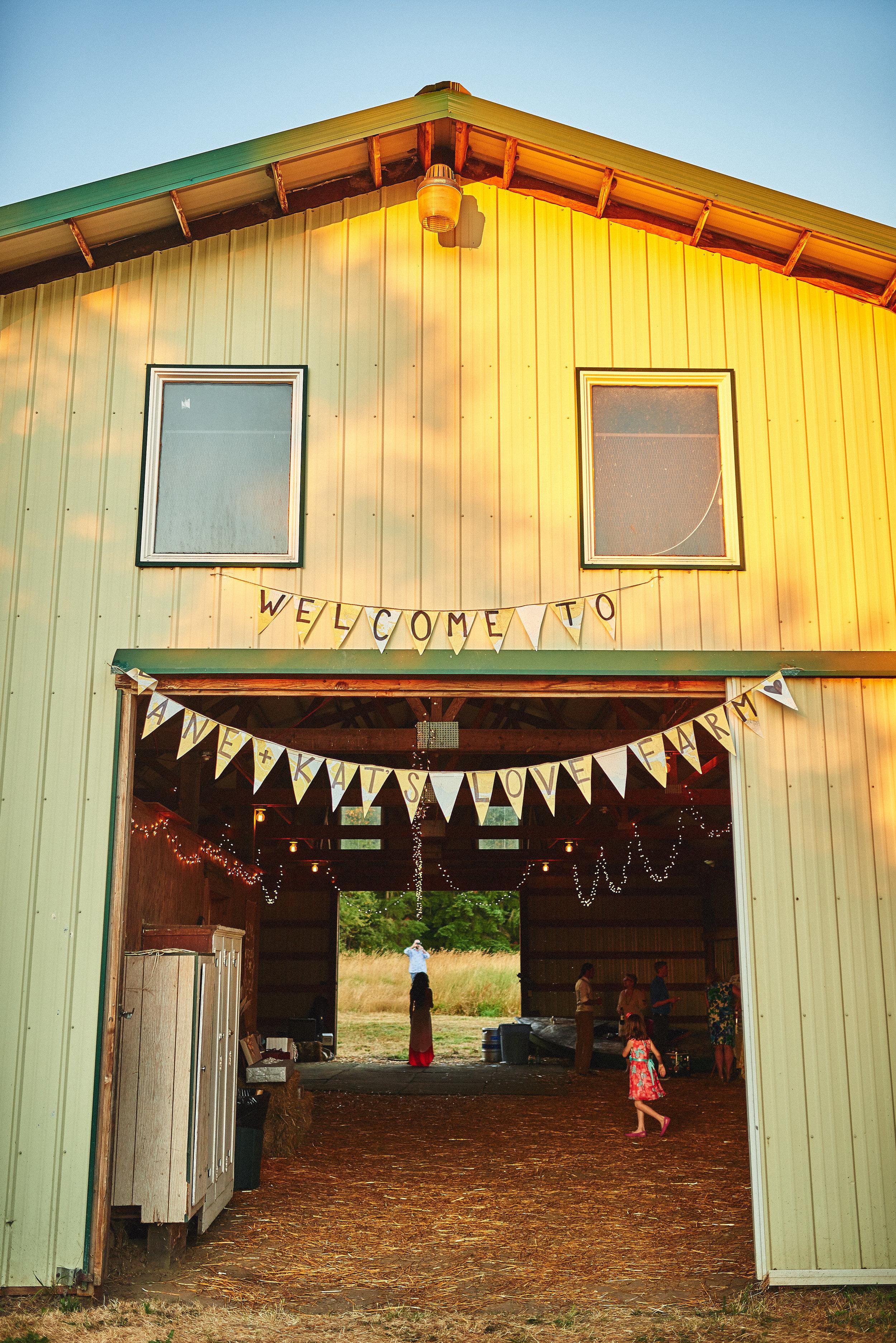 barn decorfarm wedding at plum nelli.jpg