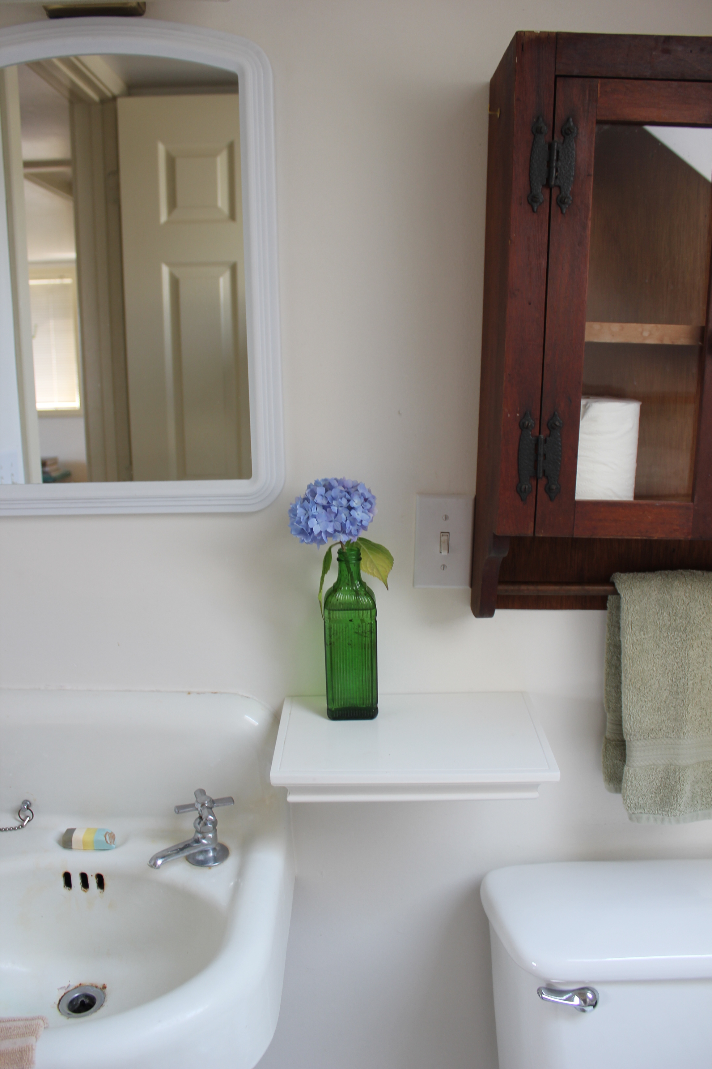 bathroom hydranga and vintage vase at plum nelli farm chic home rental.JPG