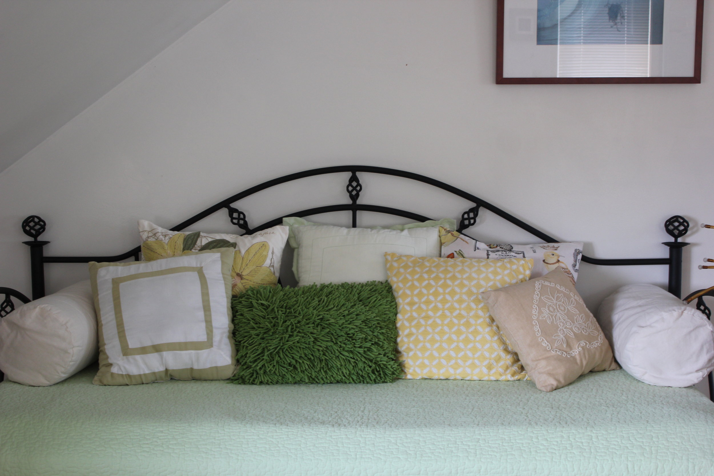 day bed in boutique farm house in plum nelli rental.JPG