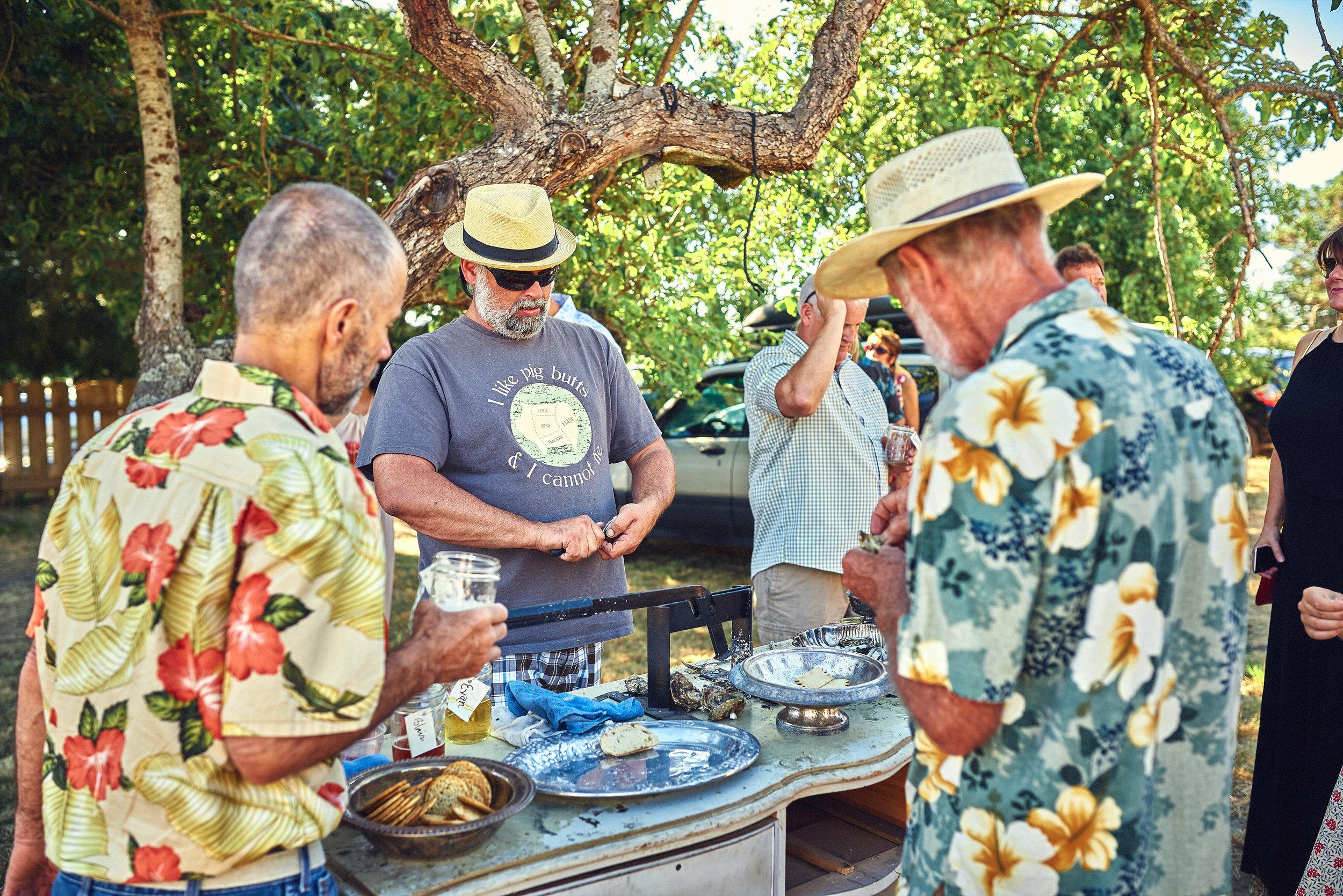 outdoor oyster bar at plum nelli farm wedding.jpg