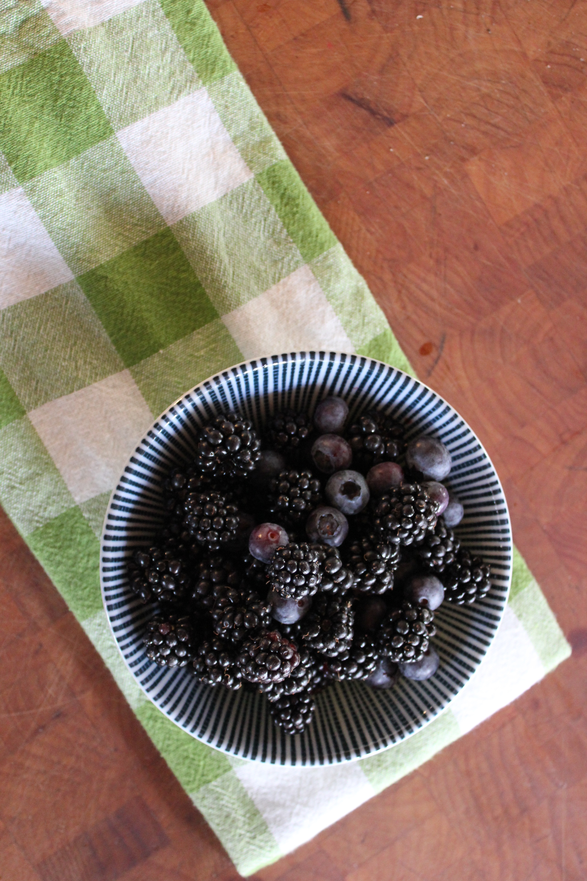 blackberry treats at plum nelli farmstay.JPG