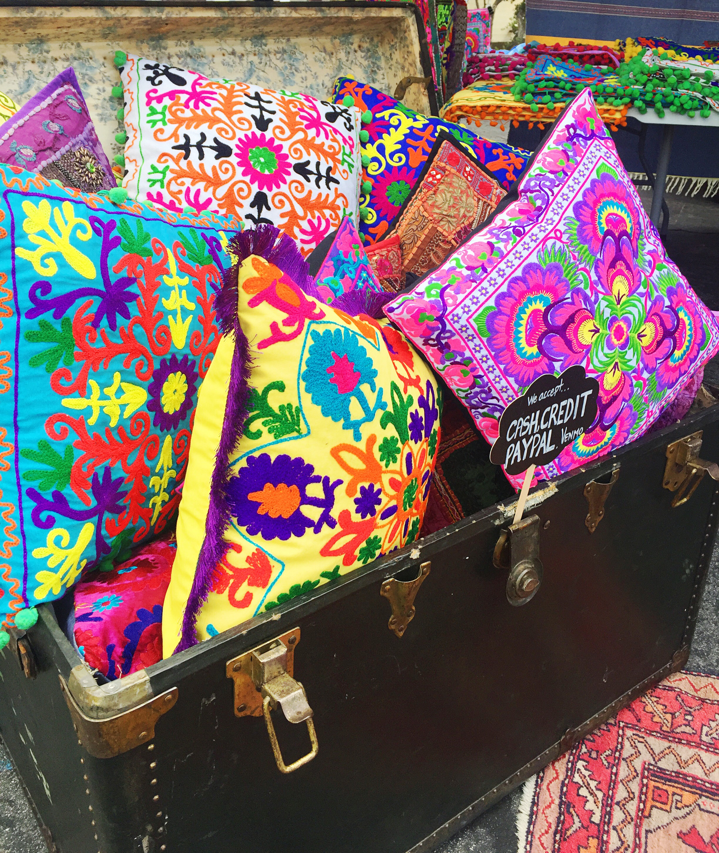 Flea market shopping can be overwhelming, but it doesn't have to be! With so many pieces to chose from, just follow these ten shopping tips, and your trip to the flea won't make you go insane!