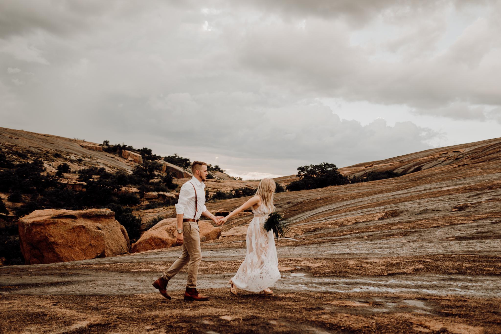 texas-elopement-photographer-enchanted-rock-8-blog.jpg