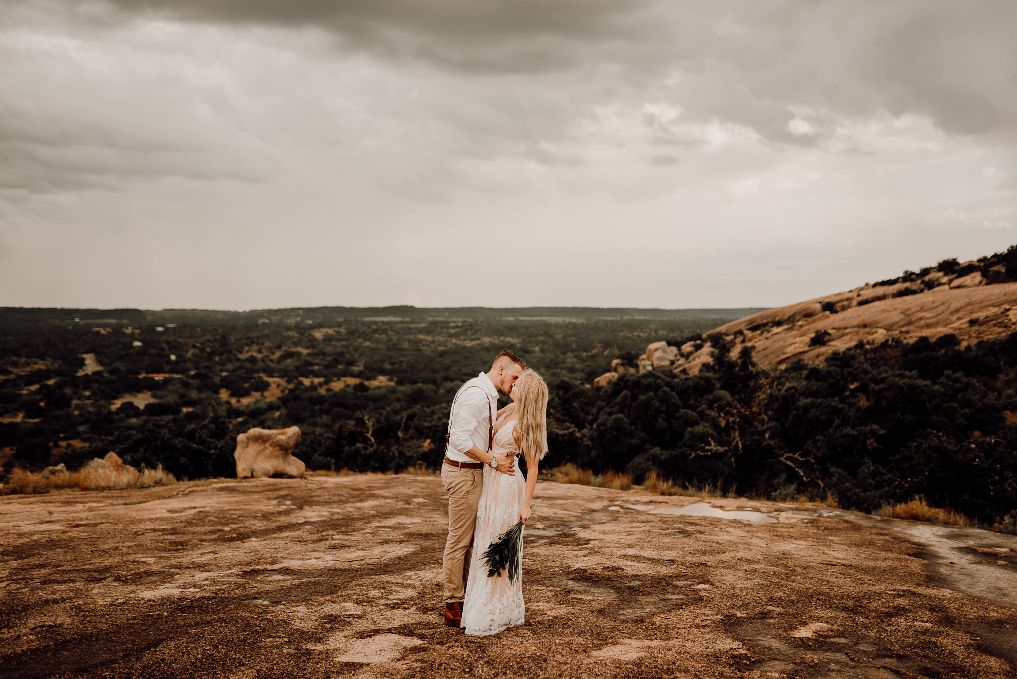 texas-elopement-photographer-enchanted-rock-10-blog.jpg