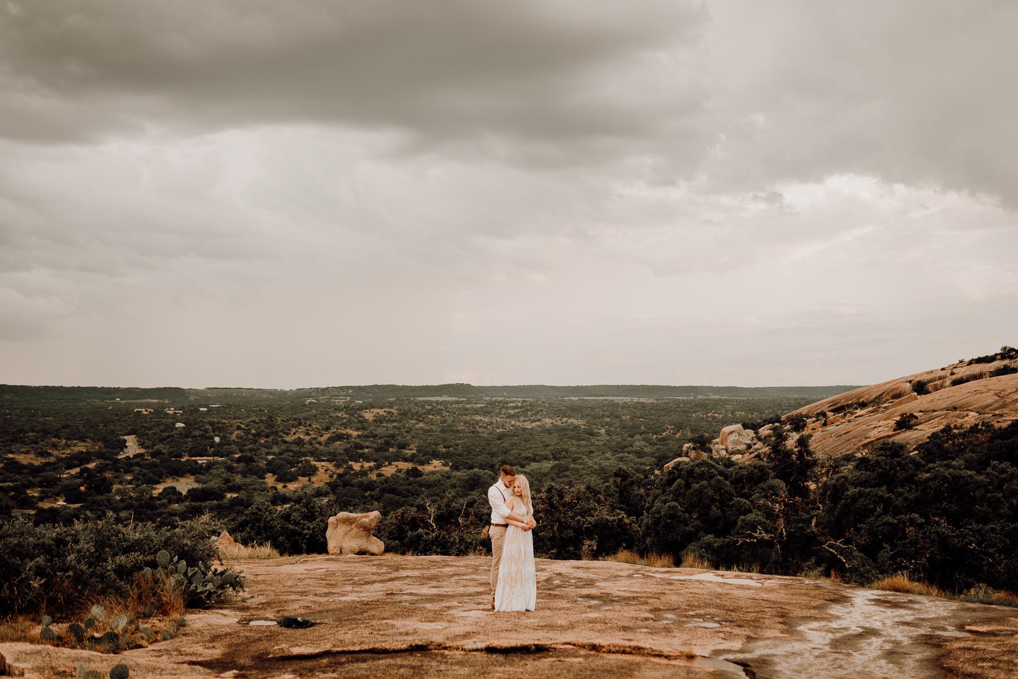 texas-elopement-photographer-enchanted-rock-14-blog.jpg