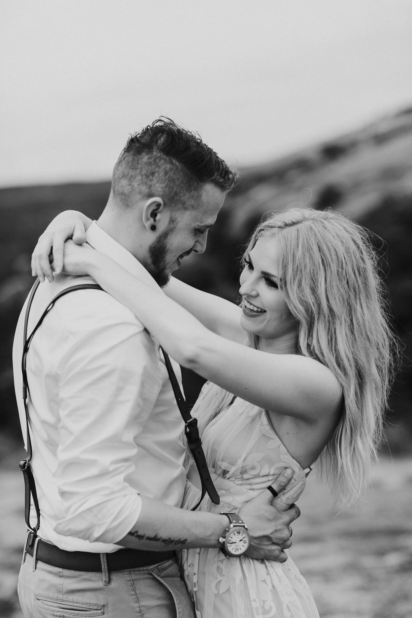 texas-elopement-photographer-enchanted-rock-26-blog.jpg
