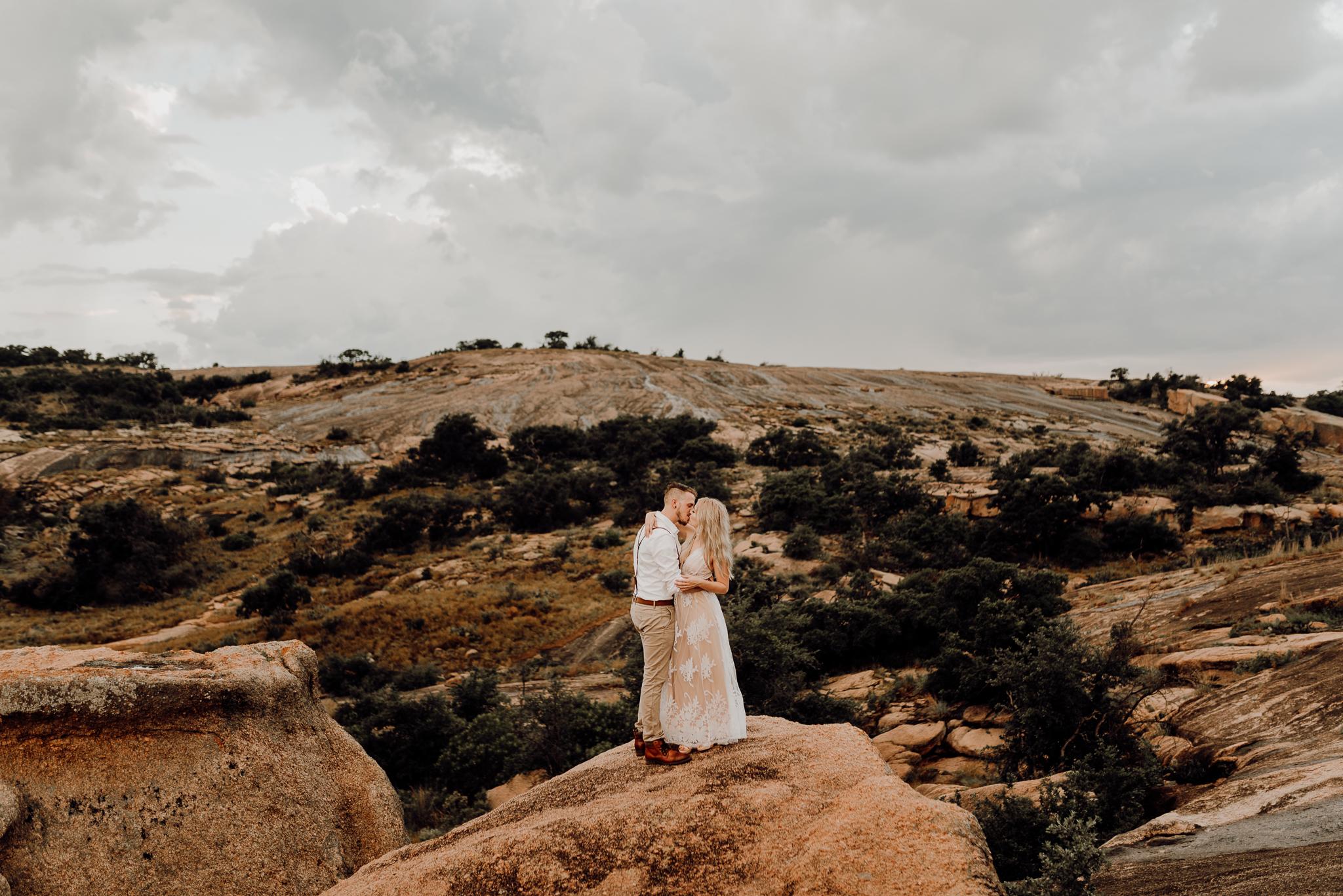 texas-elopement-photographer-enchanted-rock-42-blog.jpg