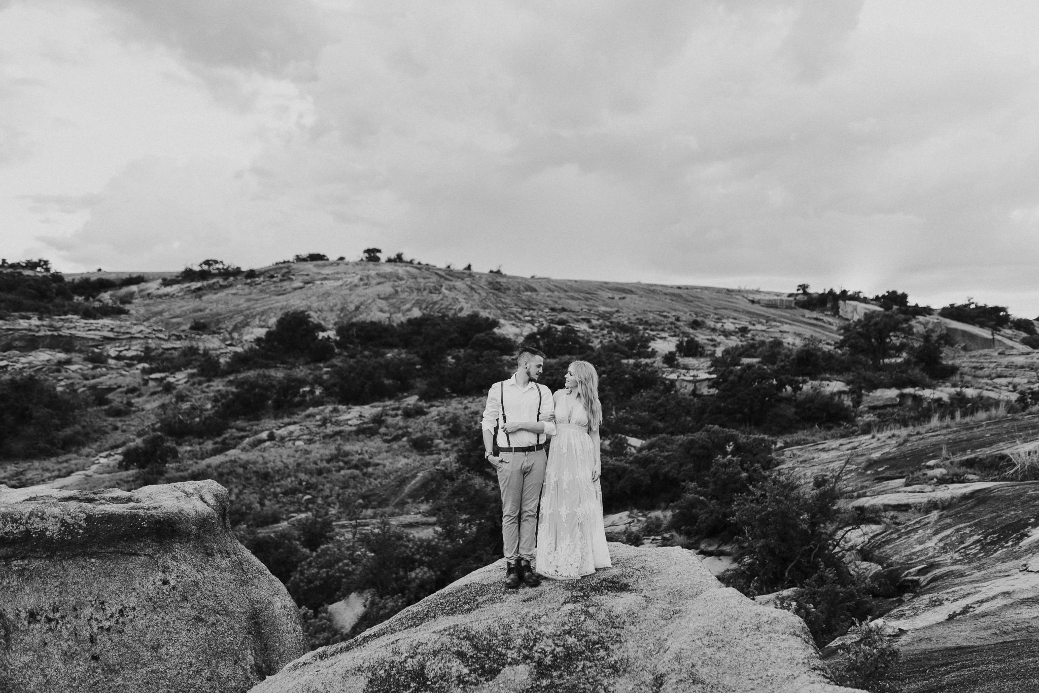 texas-elopement-photographer-enchanted-rock-45-blog.jpg