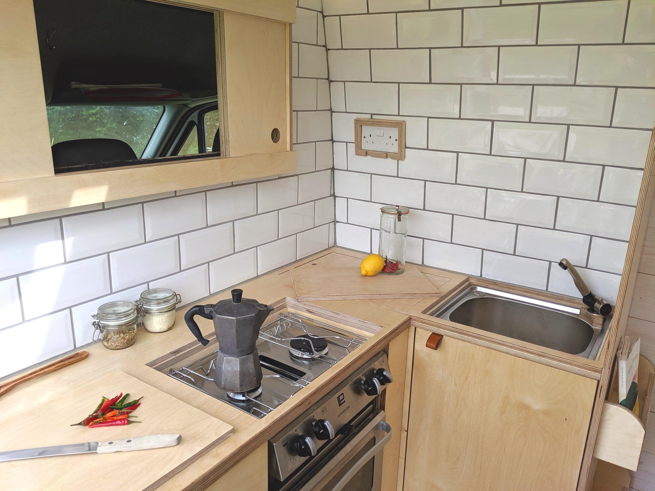 OOOD van kitchen corner