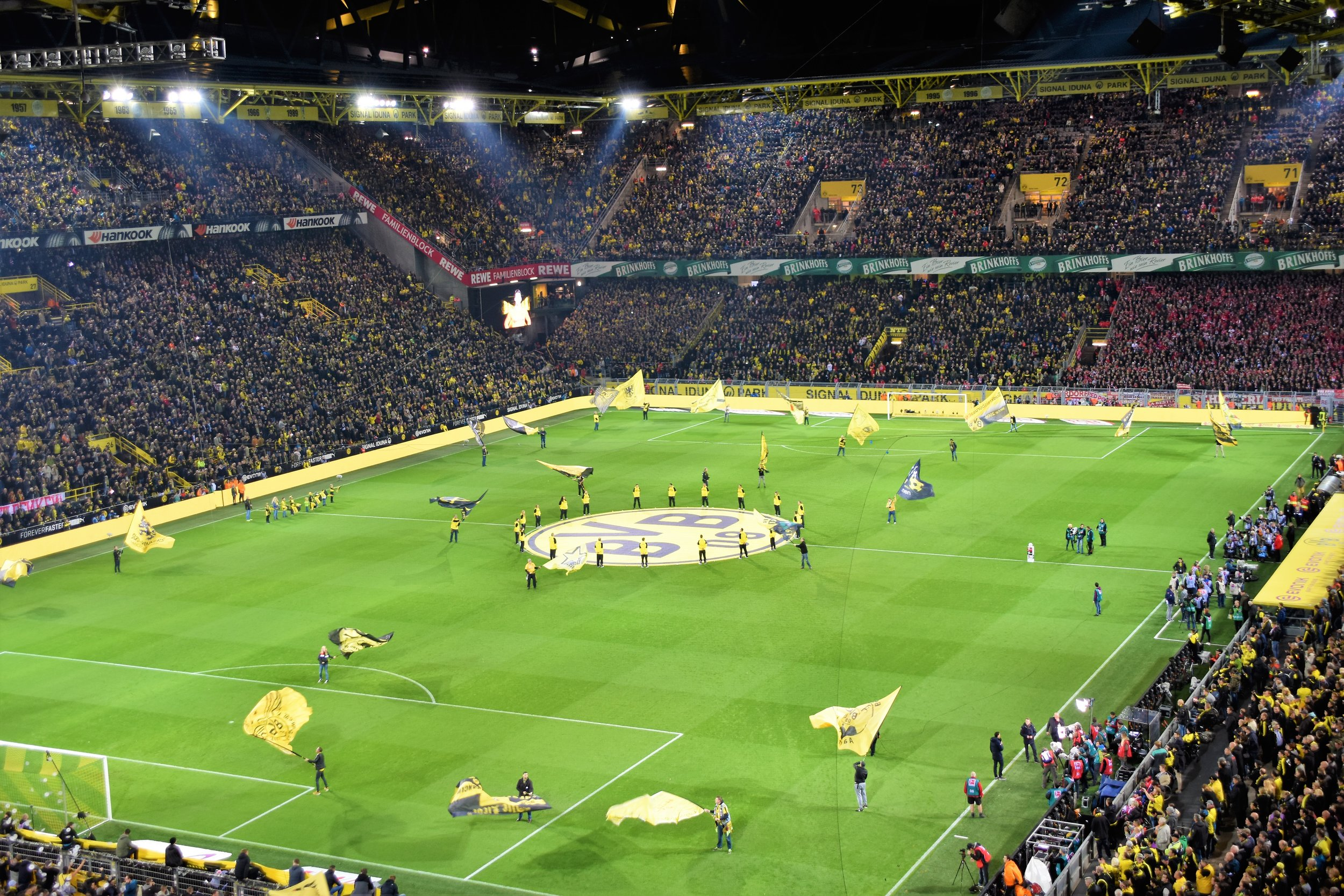 Bundesliga on the rise in the football revenue race - Real Madrid beat Man United to club revenue top spot