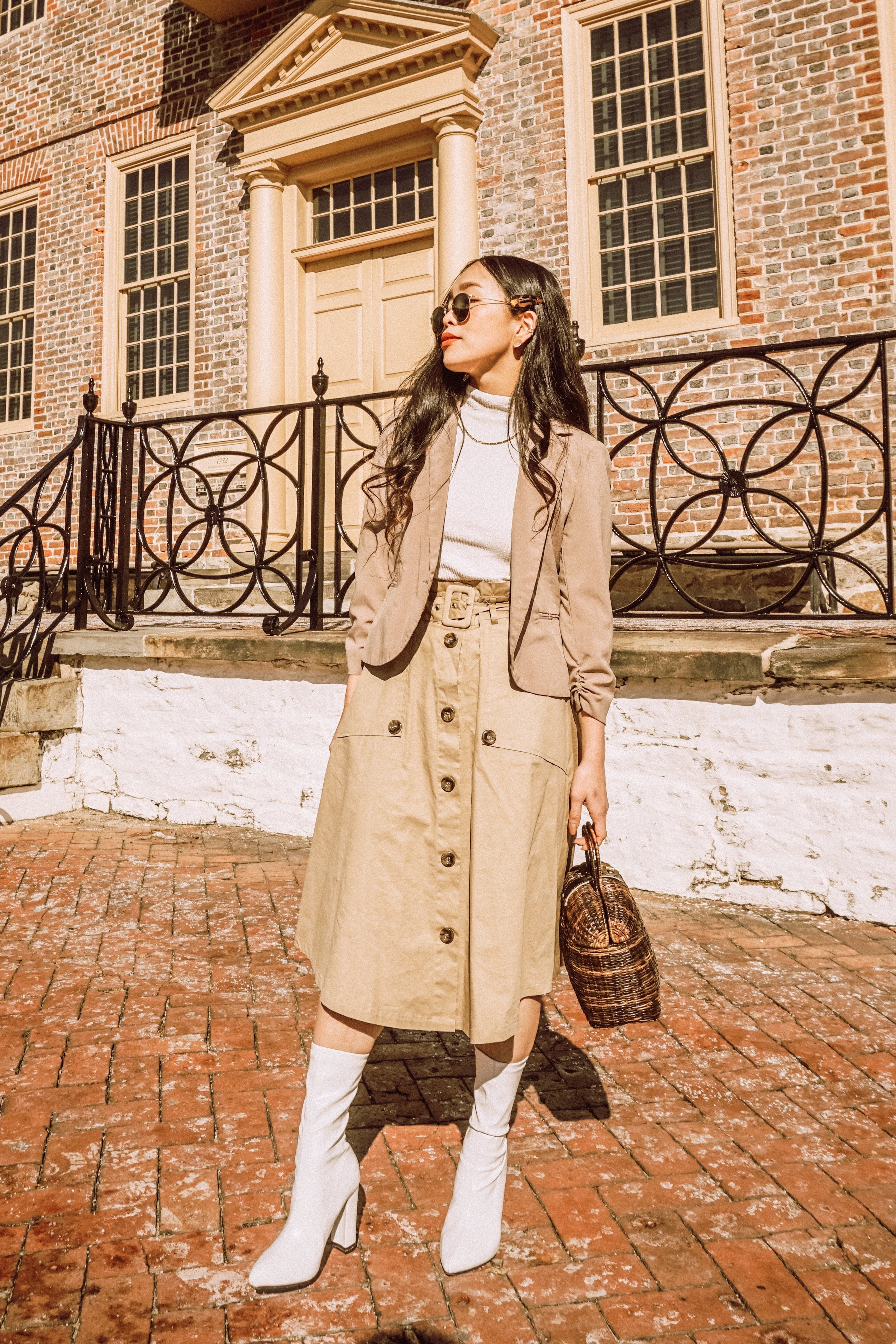 Neutral Lady TUESDAY - You can never go wrong with neutral clothes + white boots. So chic, neat and trendy with the boots, wear them with the matching blazer and a skirt!