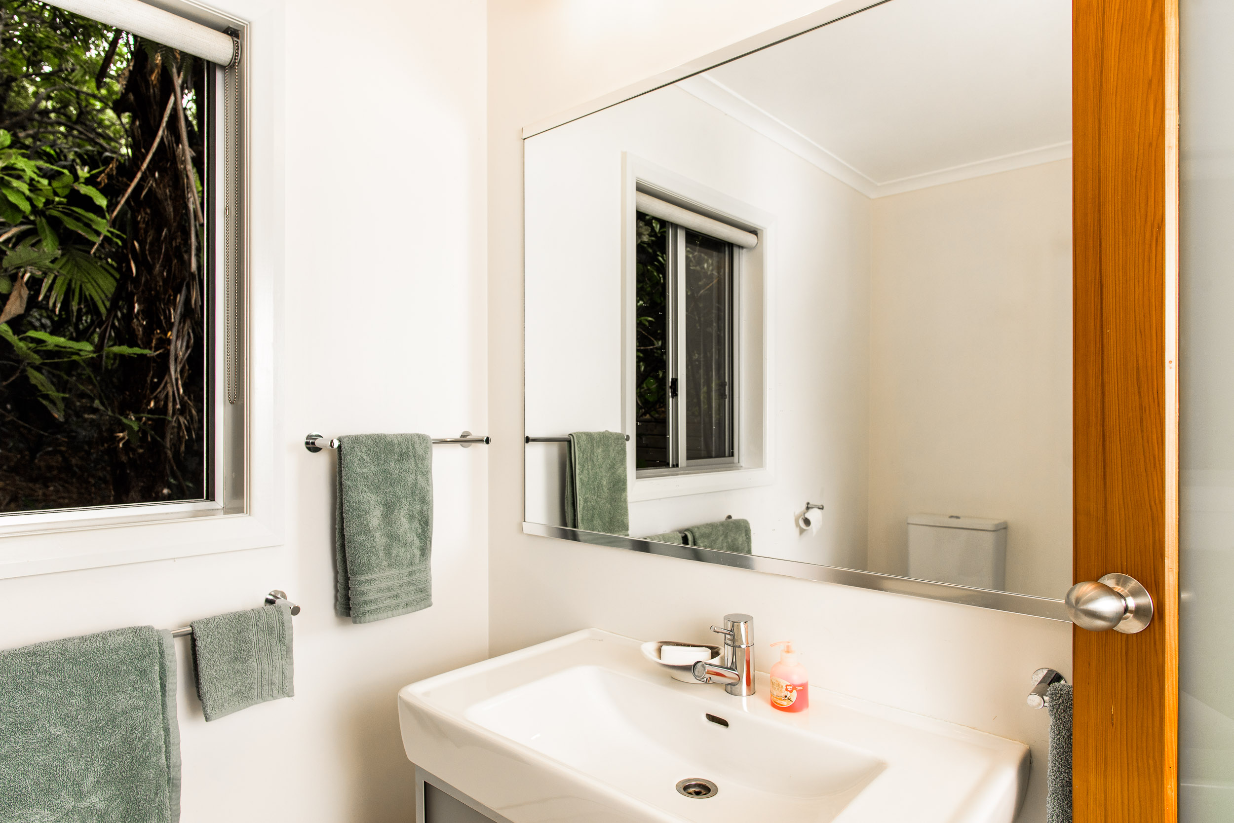 Aruhe Bathroom - 5190 - web.jpg