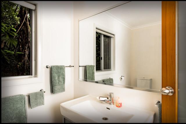 Aruhe Bathroom - 5190 web v2.jpg