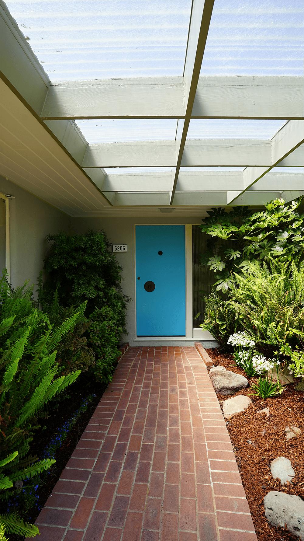 •Entry_blue door_08_10_17@0,5x.png