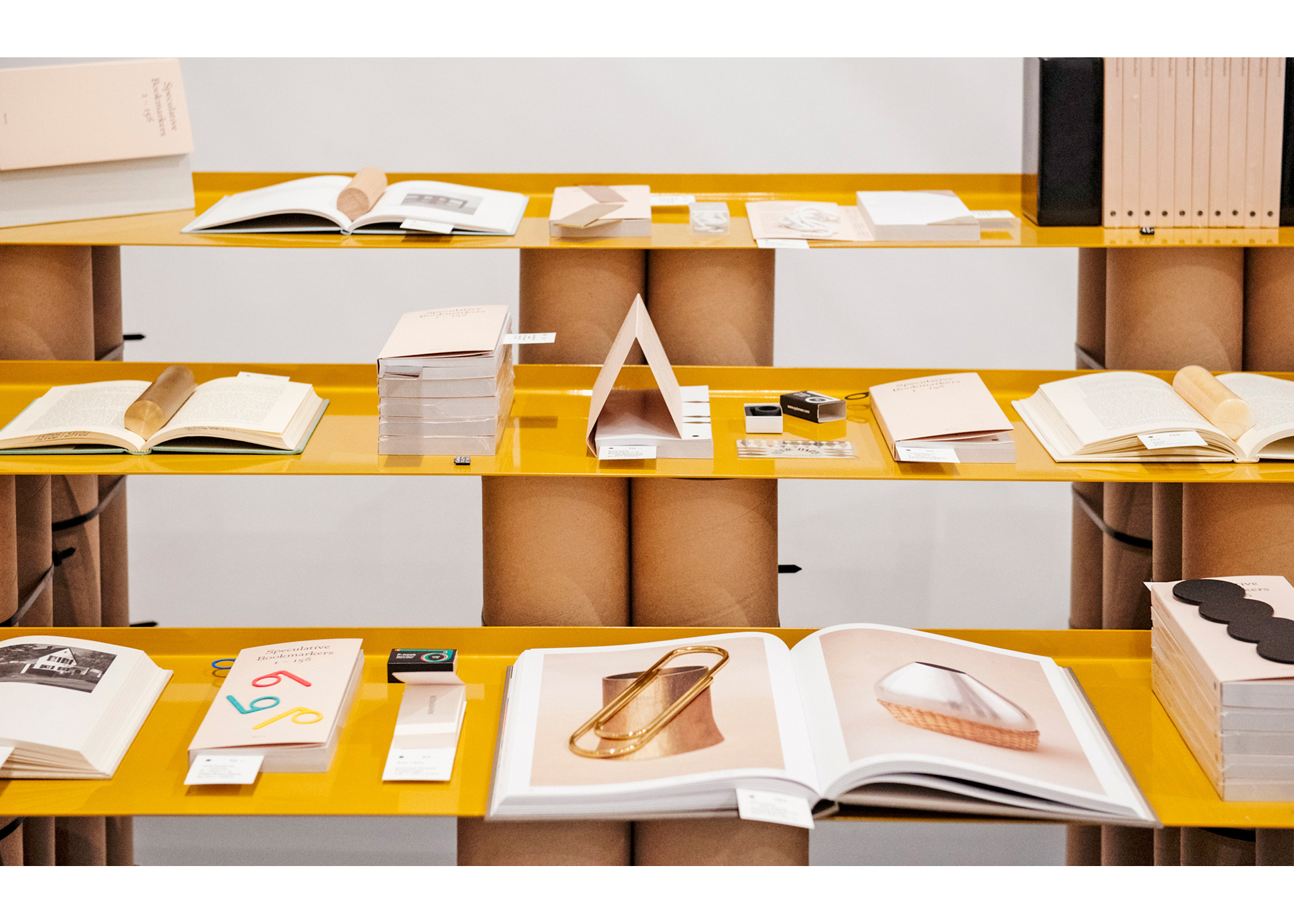 Norma-Bookmarket-1.jpg