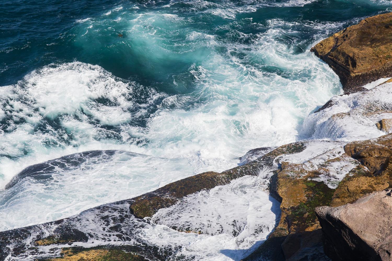 waves_crashing_rocks