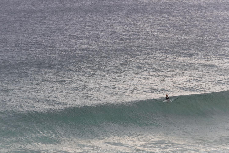 lone_surfer_australia