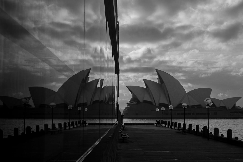 operahouse_reflection_blackwhite