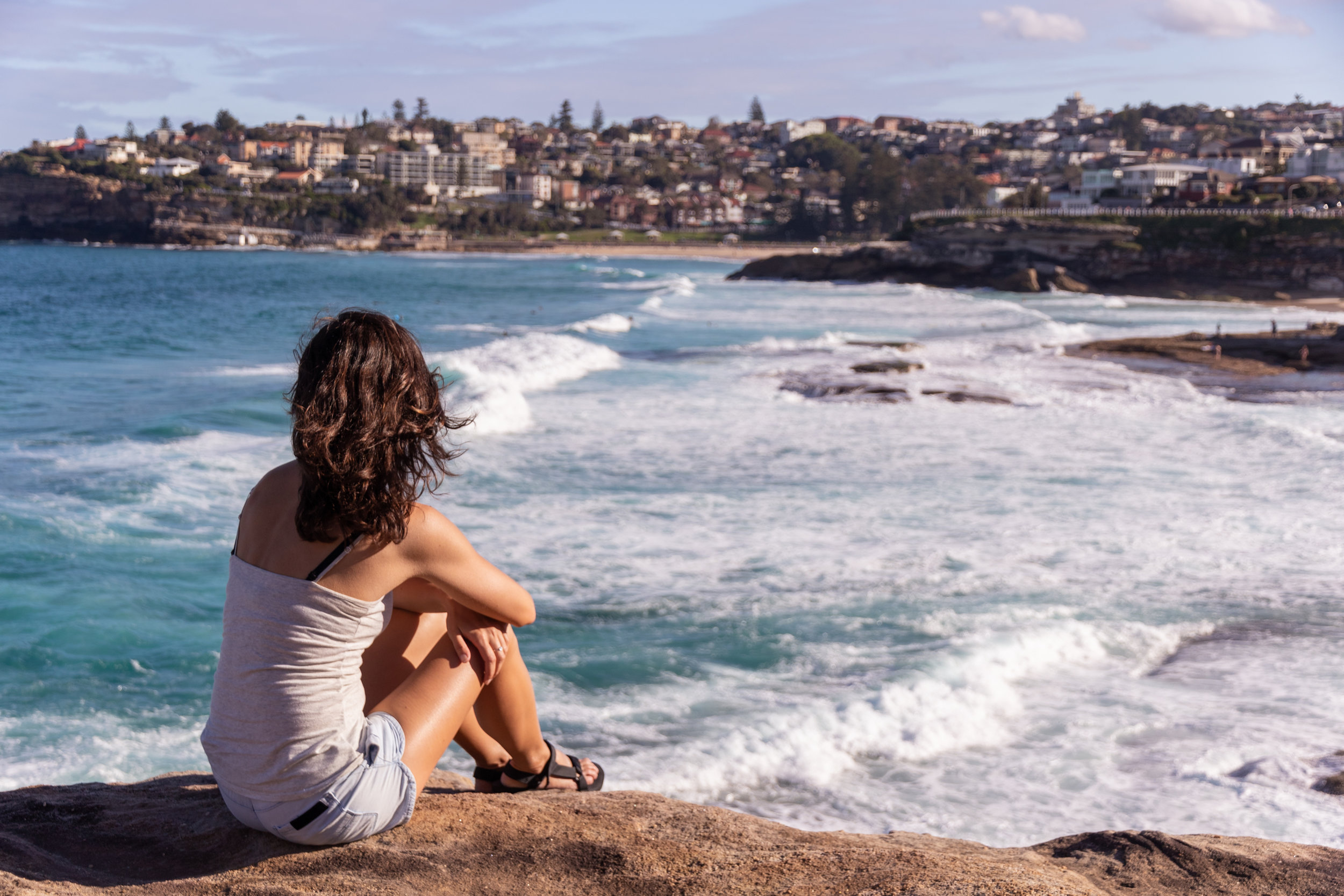 female traveller enjoying the coastal view in sydney