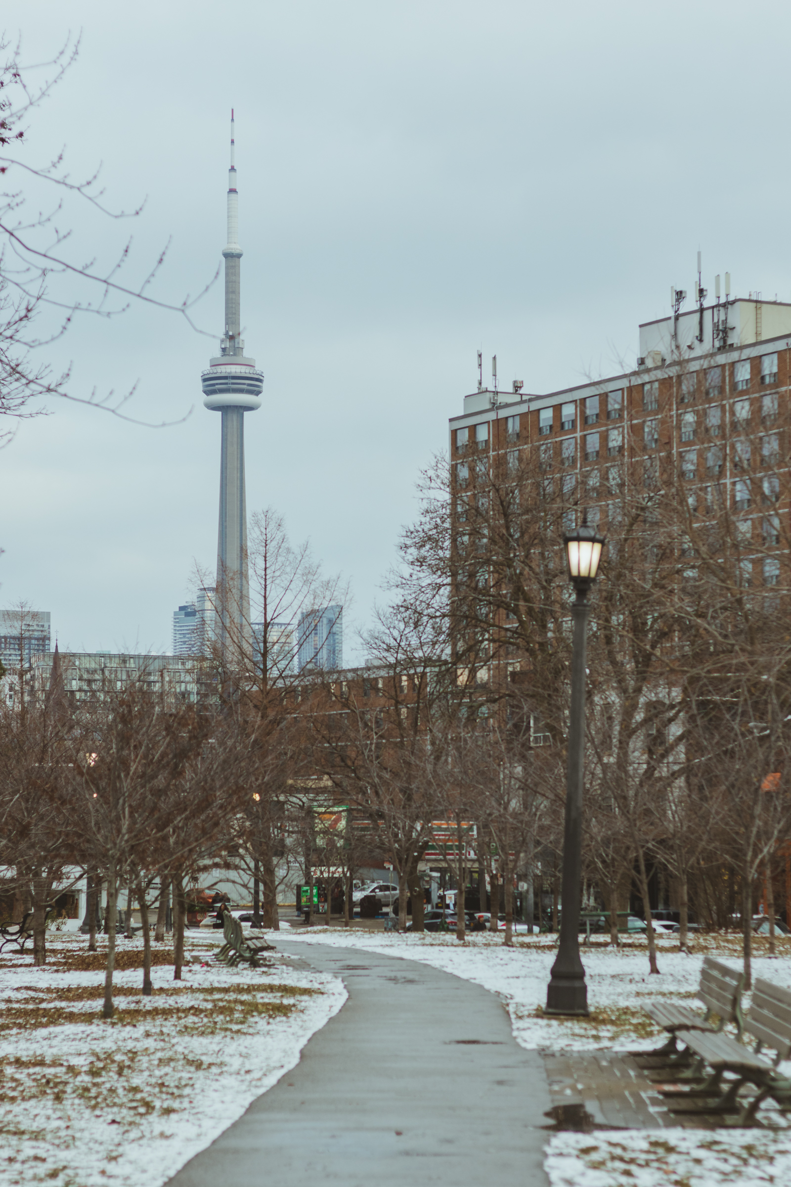 toronto cn tower scene in the winter