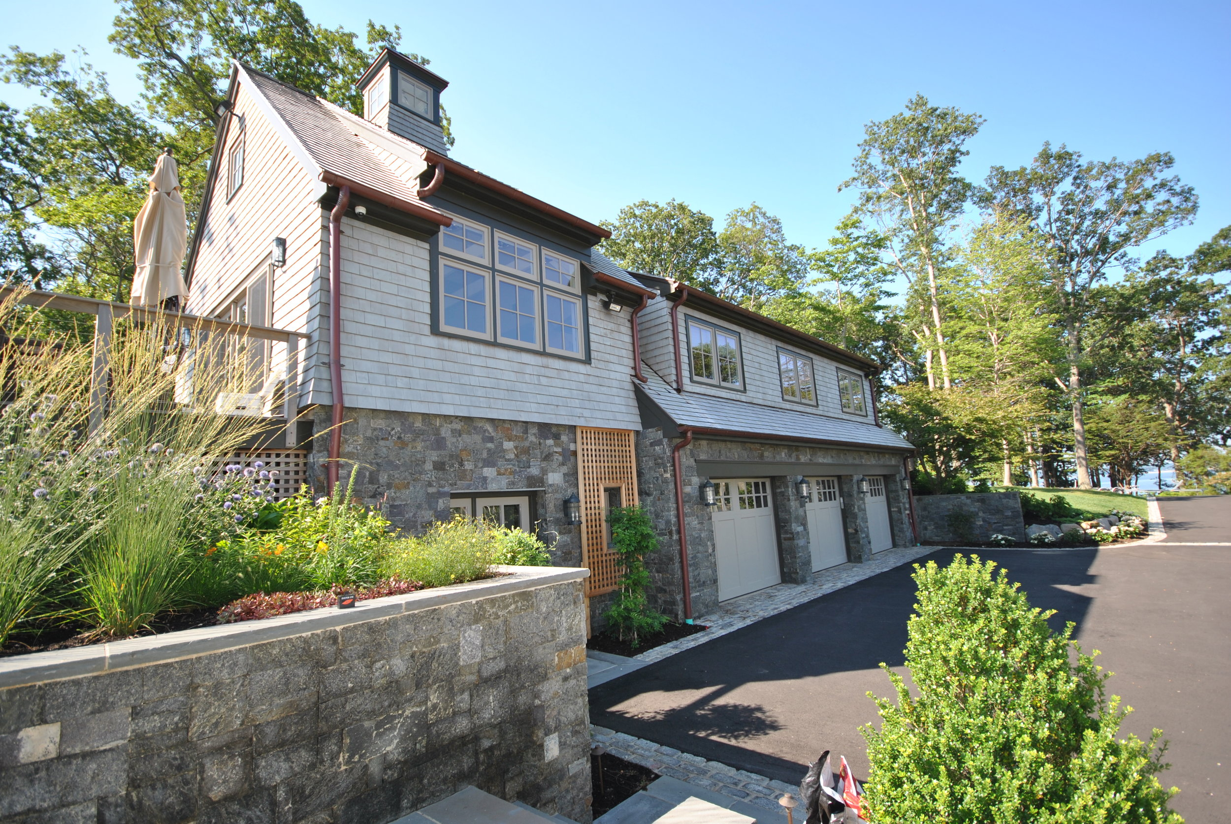 WATERFRONT CARRIAGE HOUSE