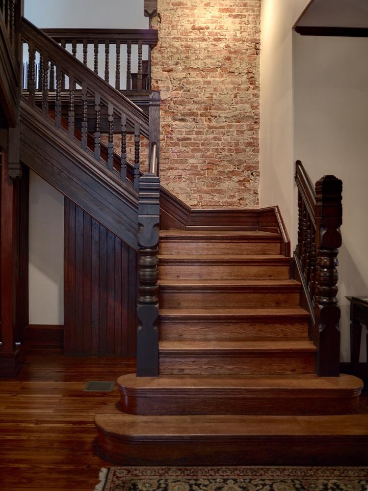 MOBAC INC Chalfont Stairs Century21_CF038131_2_3.jpg