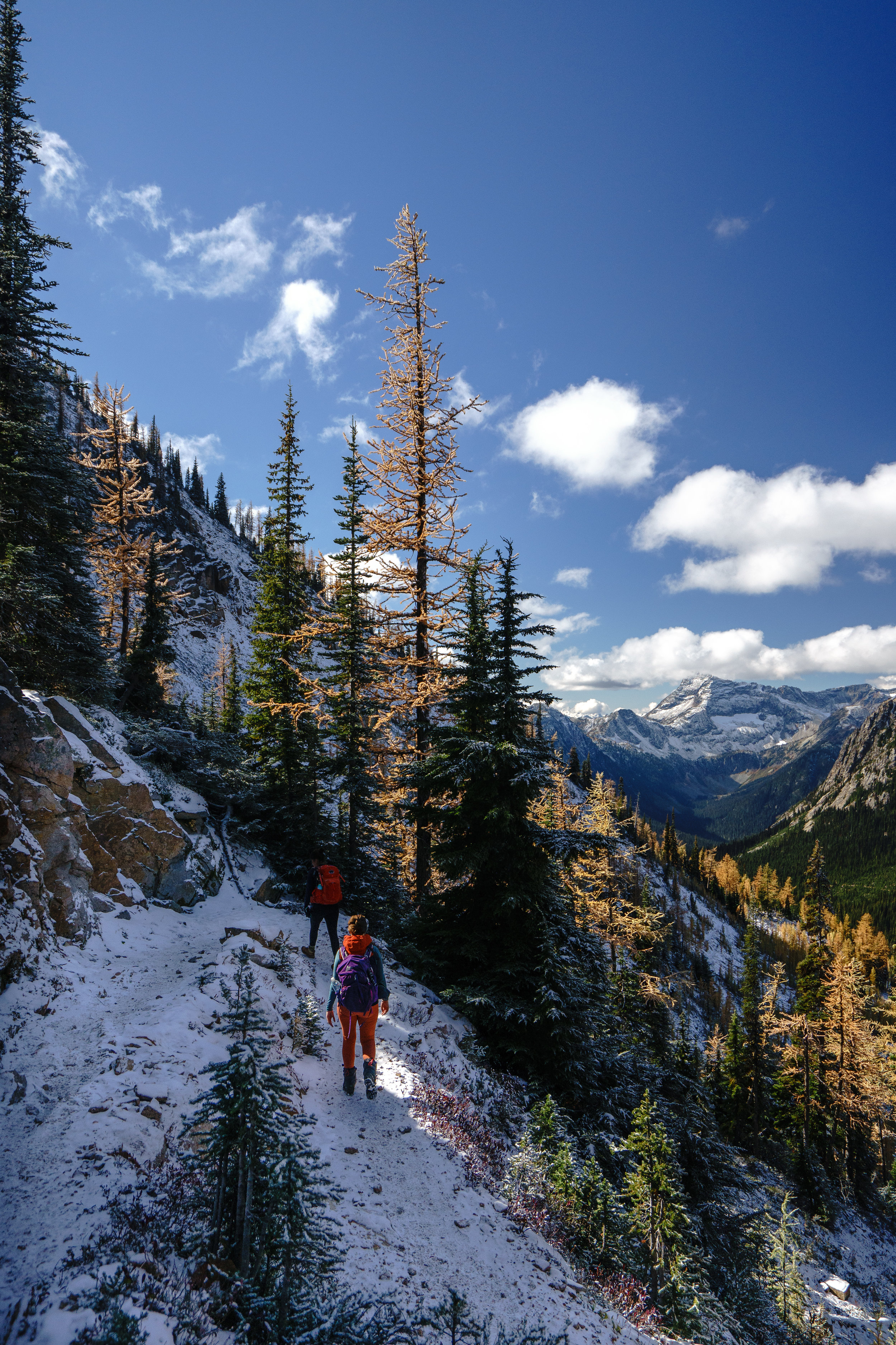 - DATE HIKED: 10/6/18TOTAL DISTANCE/ASCENT: 10 MILES AND 2,000 FTDIFFICULTY: MODERATEREQUIRED PERMIT: NODOG FRIENDLY: YESLOCATION: PACIFIC CREST TRAIL/ NORTH CASCADESRECREATION PASS: NORTHWEST FOREST PASS