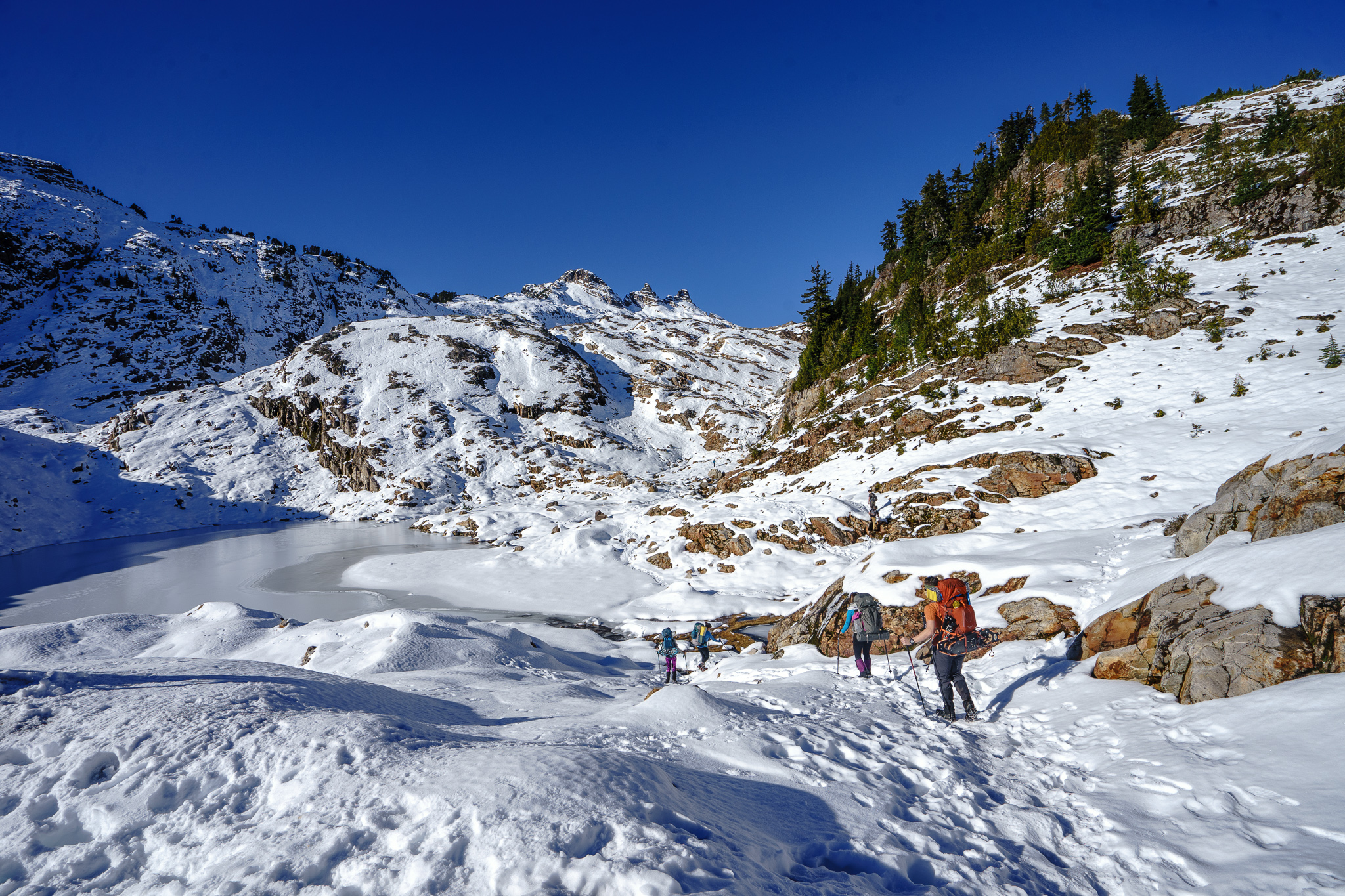 Hiking up the basin. A frozen tarn on the left.