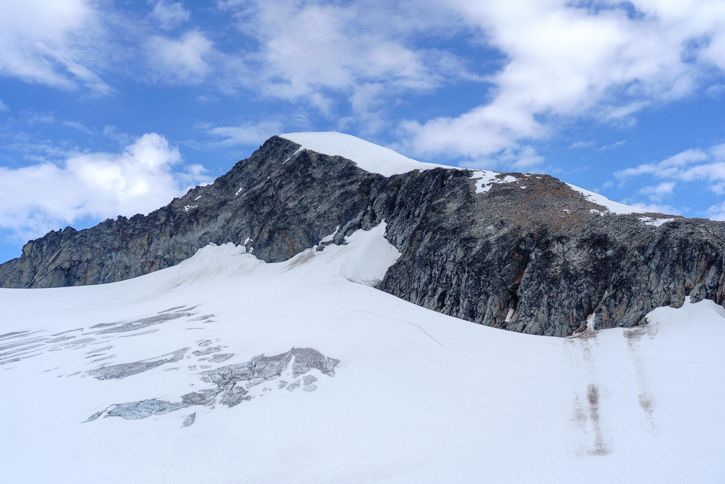 Approaching Eldorado Peak