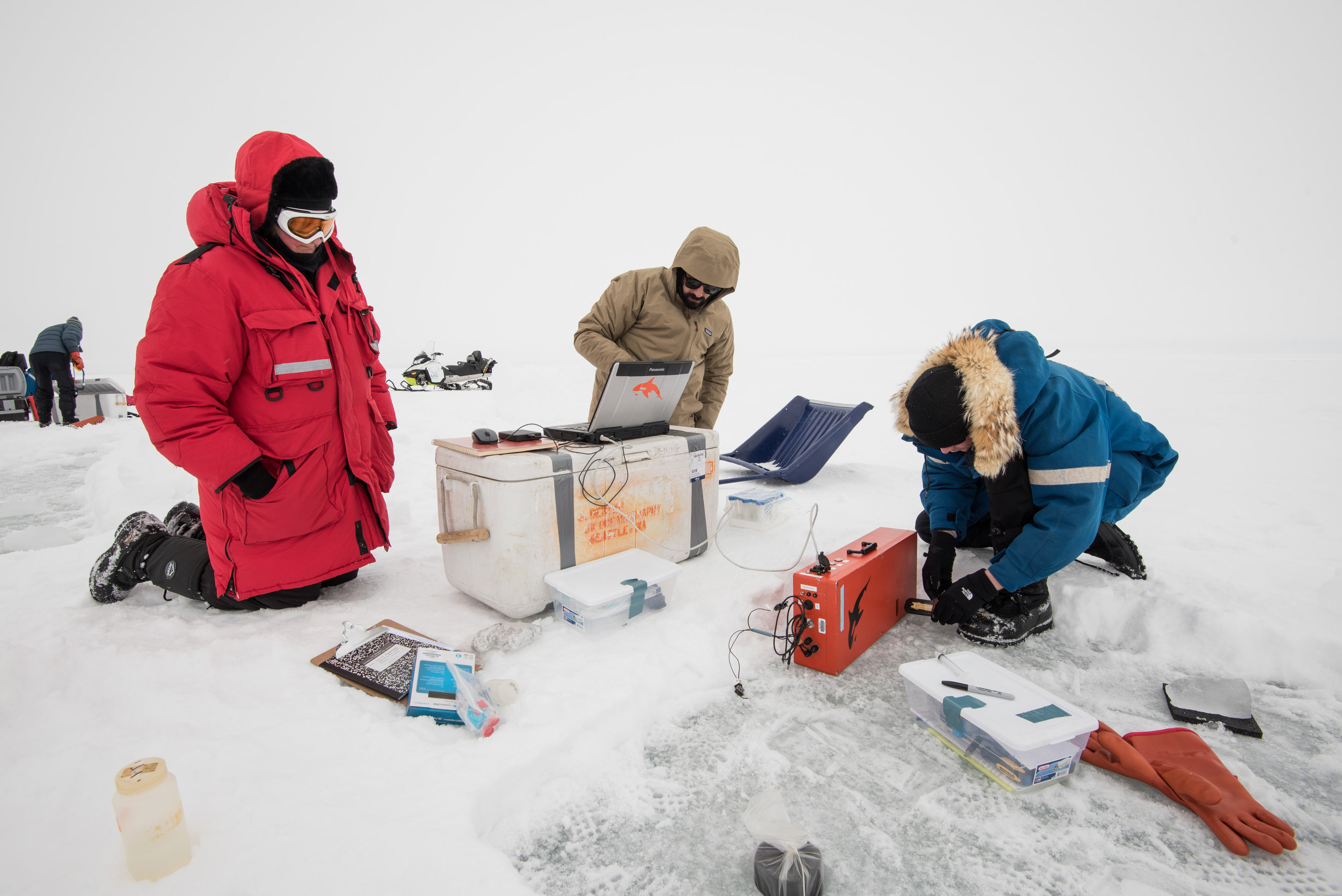 Jody Deming, GM Showalter and Manu Bedrossian using the holographic microscope.Photo credit: A. Torstensson
