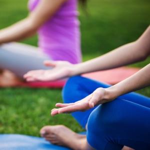 瑜伽,舞蹈和健身班。