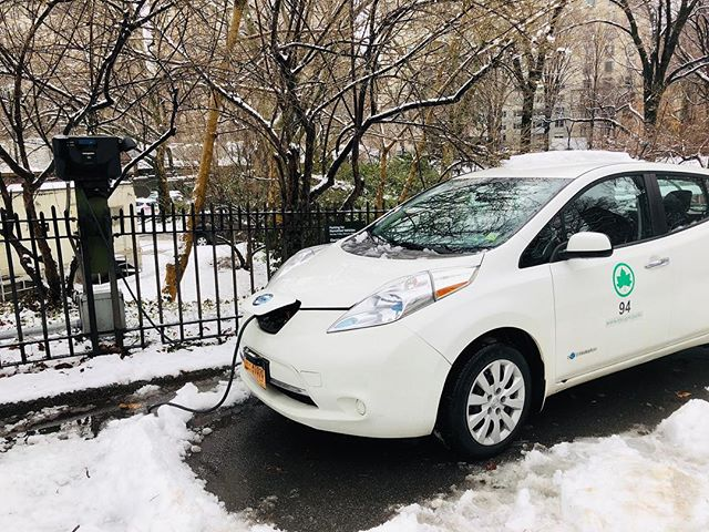 AIR QUALITY in NYC #2  Some government cars are electric - came across these in Central Park - rows of them sitting there charging in the snow. 2 great ideas for our cities that make a profound difference. #pollutionfreecities #cleancities #airquality