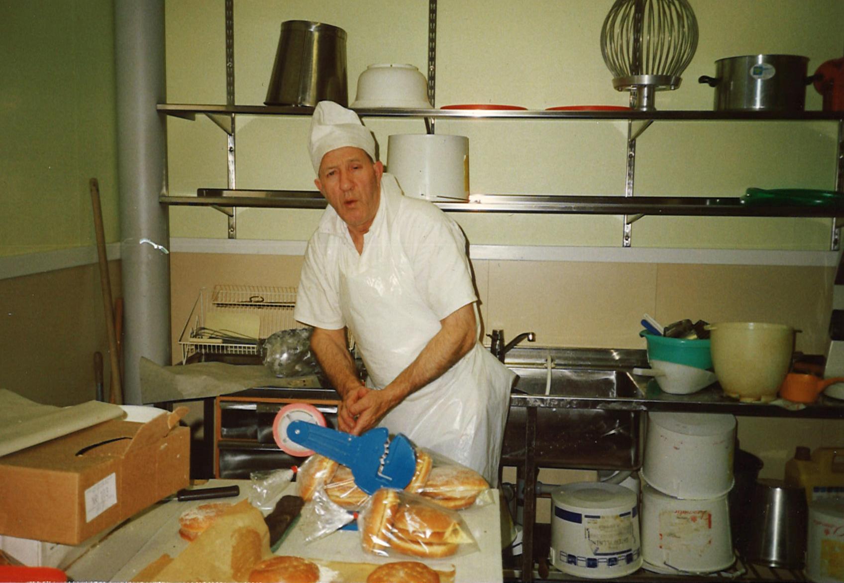 Farbror Gottfrid i bageriet, året är 1988.